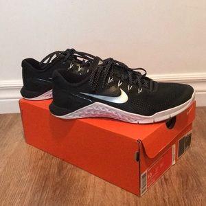 Nike Women's Metcon 4 Authentic